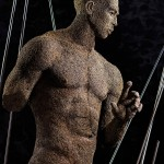 19-mattia-trotta-artist-sculptures-metal-iron-wire-uomo-attraverso-uomo-holy-art