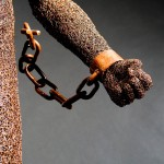 85-mattia-trotta-artist-sculptures-metal-alluminium-steel-bronze-copper-wire-chains-ne-libero-ne-schiavo