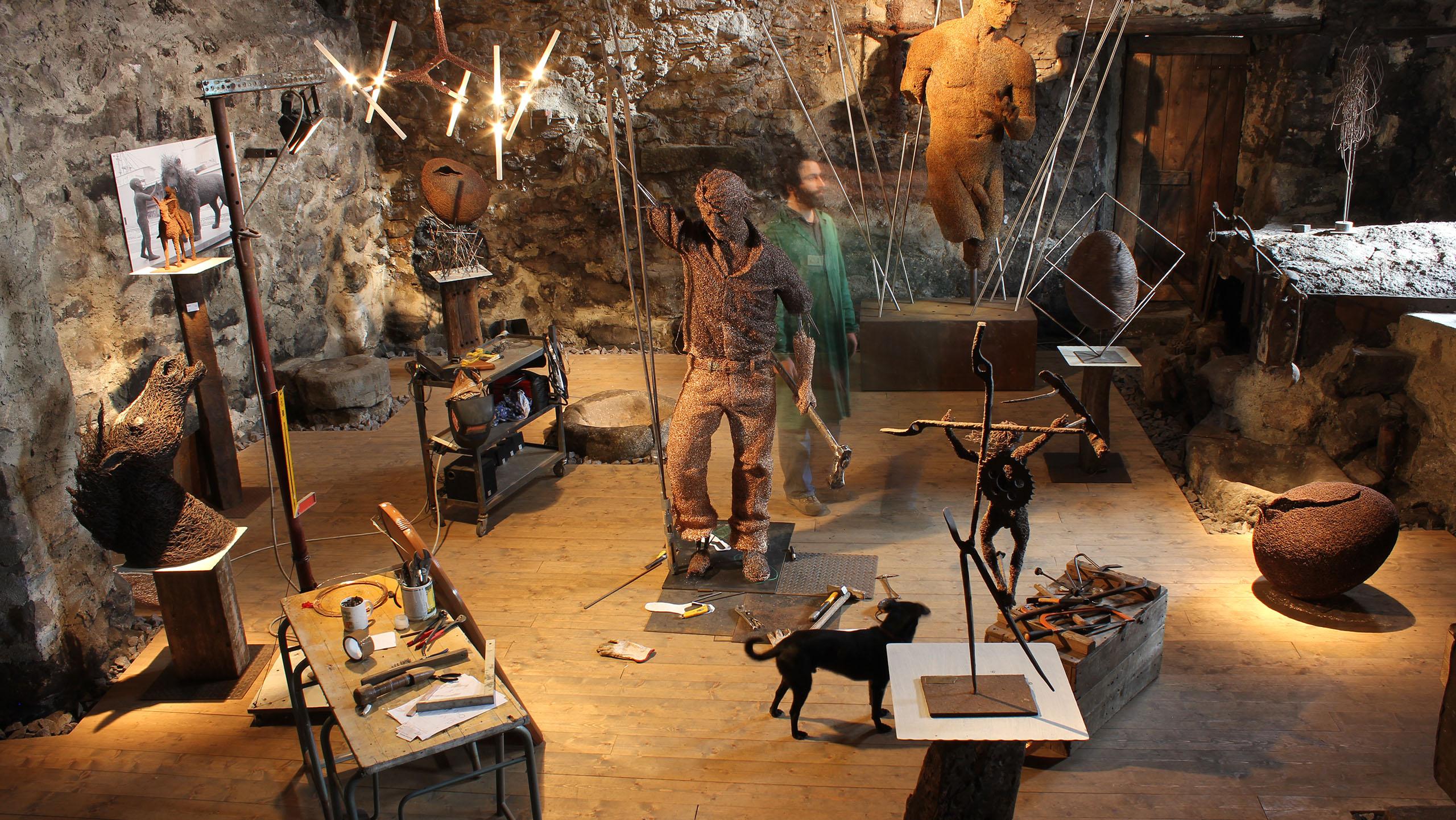 mattia-trotta-artist-custom-sculptures-metal-wire-iron-aluminium-bronze-steel-holyart-3